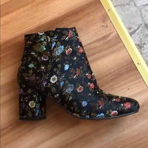 Awesome patterned booties! Good for all seasons